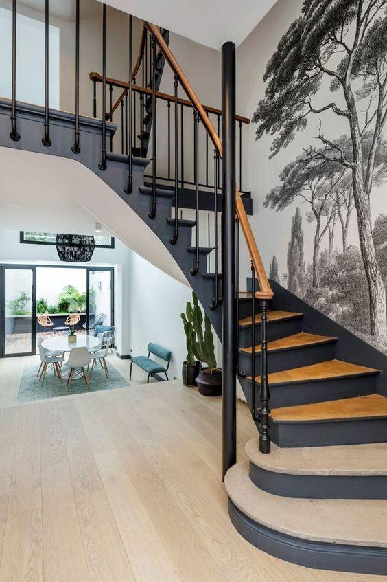 escalier papier peint bois cote maison