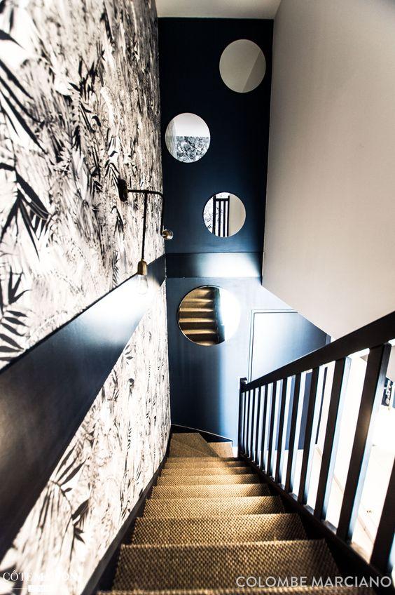 escaliers look noiir et blanc bleu nuit